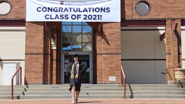 Class of 2021 congratulations banner for commencement.